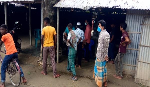 দিনাজপুরে ইজিবাইক ছিনতাইয়ে বাধা দেয়ায় দুর্বৃত্তের হাতে বৃদ্ধা খুন