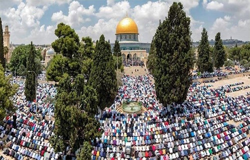 আল-আকসায় ঈদের নামাজে মুসল্লীদের ঢল