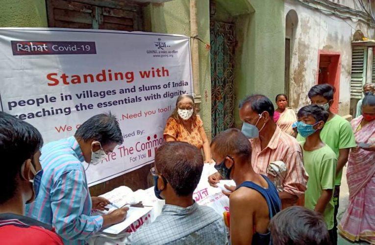 কলকাতায় সামাজিক সংগঠনের উদ্যোগে ত্রাণ সামগ্রী বিতরণ