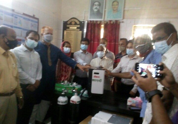 আটোয়ারী উপজেলা স্বাস্থ্য কমপ্লেক্সে অক্সিজেন সিলিন্ডার ও কনসেন্ট্রেটর প্রদান