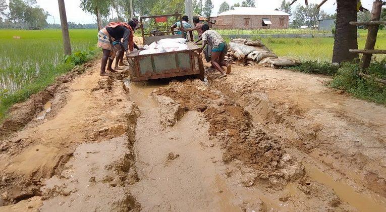 বগুড়ার শেরপুরে ৯ কিলোমিটার রাস্তার বেহাল দশা