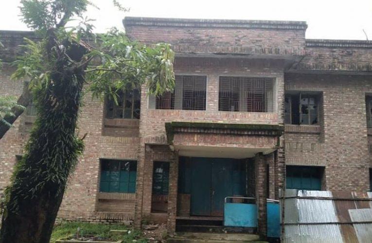 সুনামগঞ্জে পরিত্যাক্ত অবস্থায় পড়ে আছে শ্রীপুর উত্তর ইউনিয়ন উপস্বাস্থ্য কেন্দ্র