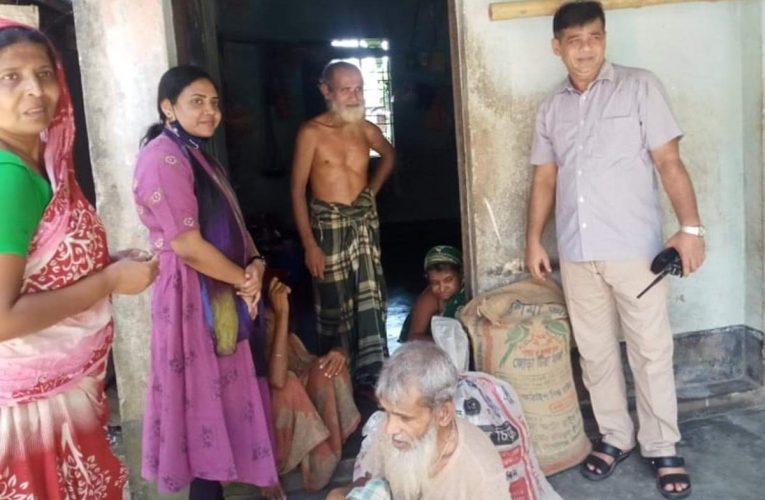 নালিতাবাড়ীতে এএসপি আফরোজা নাজনীনের খাদ্য সহায়তা পেল প্রতিবন্ধী পরিবার
