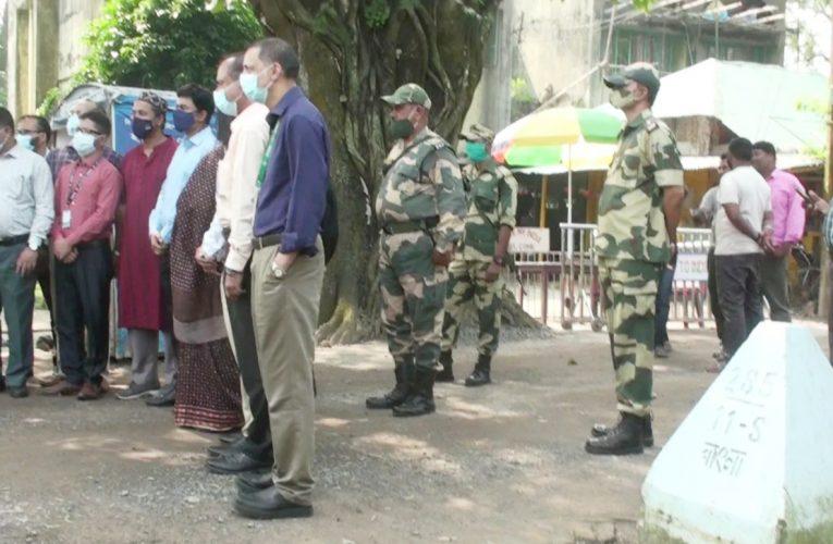 হিলি স্থলবন্দর ও ইমিগ্রেশন পরিদর্শন করলেন স্বাস্থ্য বিভাগের প্রতিনিধি দল